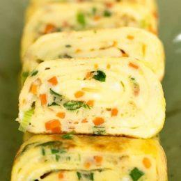 Viniojamas omletas su jūros dumbliais